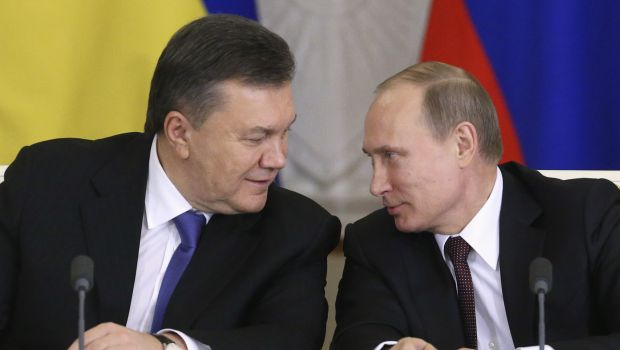 Russia's President Putin looks at his Ukrainian counterpart Yanukovich during a signing ceremony after a meeting of the Russian-Ukrainian Interstate Commission at the Kremlin in Moscow