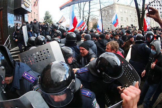 pro-russian-forces-protestors-seize-government-buildings-ukraine-donetsk