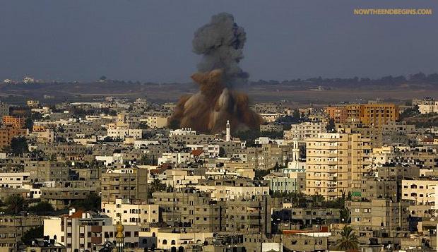 hamas-rains-down-rockets-tel-aviv-idf-responds-august-20-2014