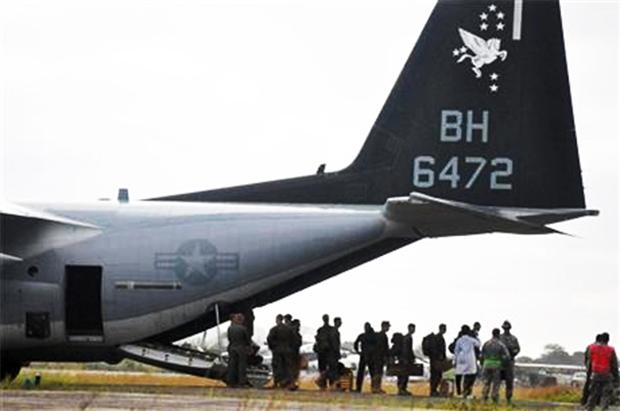 united-states-marines-land-liberia-ebola-virus-hot-zone