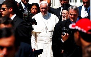 pope-francis-abandons-christian-syrian-refugees-takes-only-muslims-to-vatican-lesbos-nteb