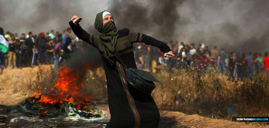 palestinians-protest-gaza-border-kite-bomb-burning-tires-israel