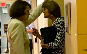 senator-dianne-feinstein-cornering-alaska-senator-lisa-murkowski-brett-kavanaugh-hearing