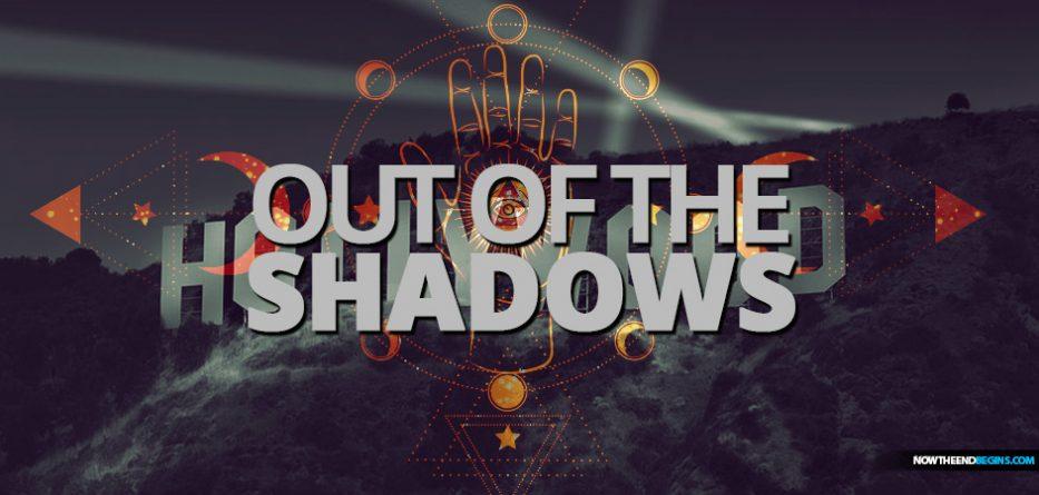 O documentário 'Out Of The Shadows' levanta a máscara sobre como a grande mídia e Hollywood manipulam e controlam as massas ao espalhar propaganda em todo o seu conteúdo.