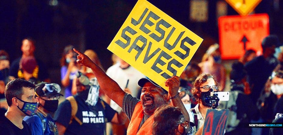 black-street-preacher-sam-bethea-attacked-charlotte-north-carolina-blm-terrorists-rioters-shouting-fuck-your-jesus