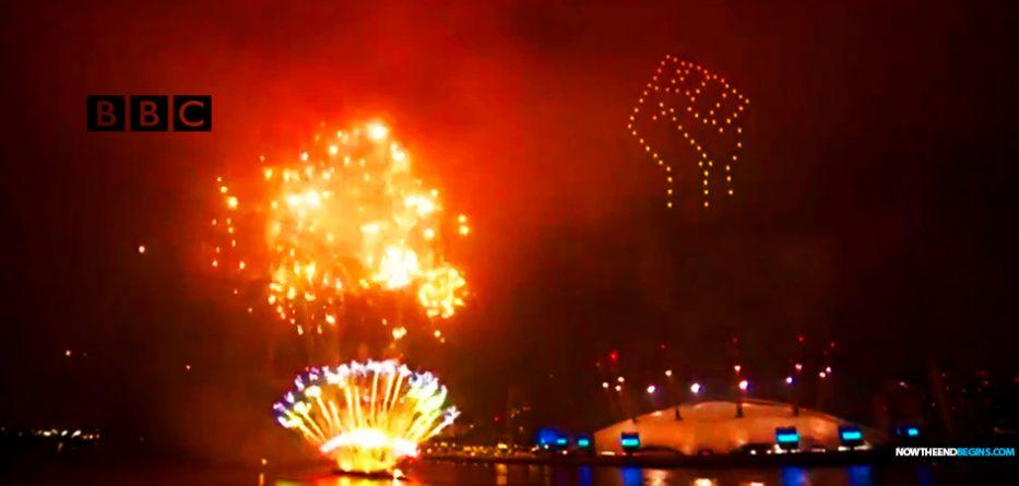 muslim-mayor-london-england-sadiq-kahn-lights-up-new-years-eve-fireworks-with-blm-black-lives-matter-marxist-fist-david-dorn
